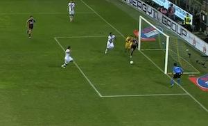 Il gol di tacco di Ménez